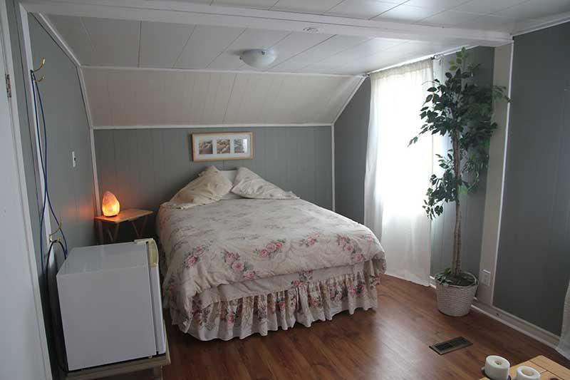 Queen Bedroom for Rent, Simcoe County
